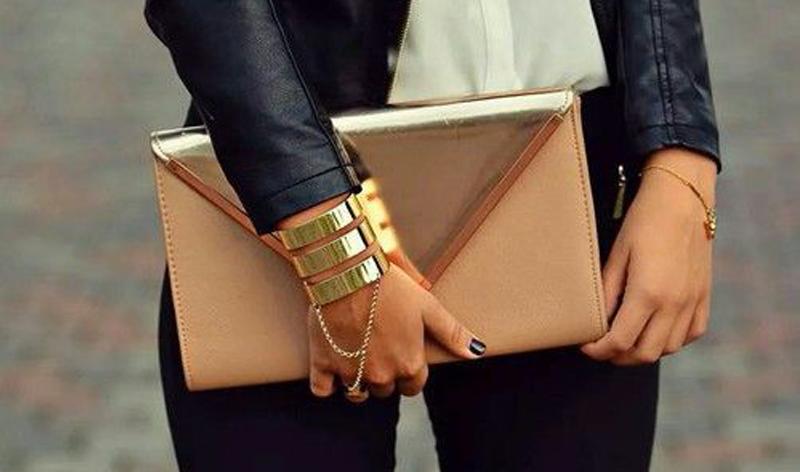 Малка дамска чанта за парти.