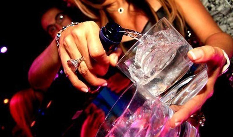 Питие по време на парти.